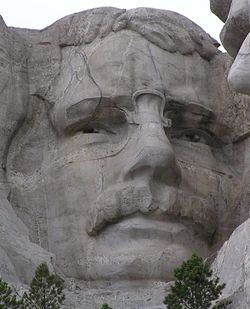 MtRushmore_TR_close