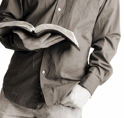 Bible-reading-guy-782907