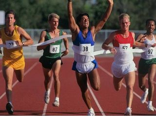 Group_of_men_crossing_the_finish_line_in_a_race_1525R-78302A